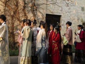 浙江绍兴大禹开元观堂举办汉服活动 游客拍照打卡(组图)