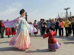 宋都皇城华服嘉年华体验传统文化中国年