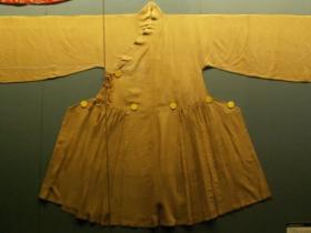元朝是被蒙古族统治的,为什么他们的衣服也叫汉服?