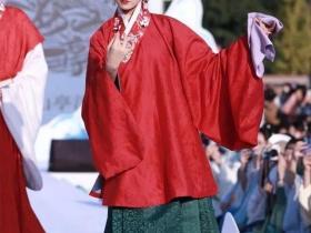 穿着汉服游故宫,为啥她们不怕被围观?