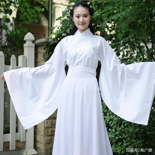 你所穿的汉服不应该是白色,而且还不是汉朝流行款