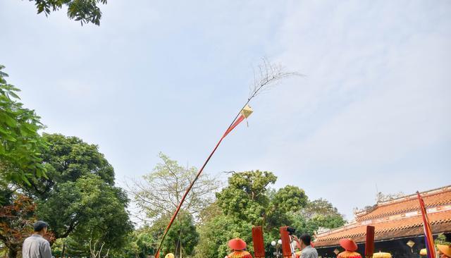 源于中国的春节习俗:只有越南保留下来,举行时民众穿汉服写汉字