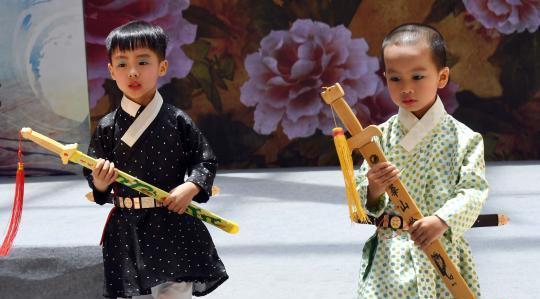"""""""汉礼之韵""""儿童汉服秀亮相海上丝绸之路汉服文化节"""
