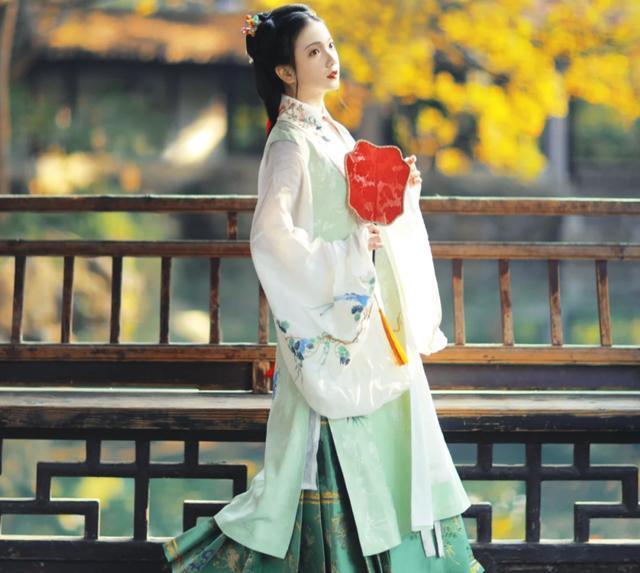 女子汉服的四个种类:明制汉服端庄儒雅,曲裾典雅大气,你爱哪种
