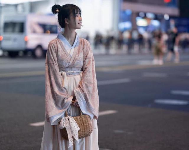 中国穿汉服为什么被围观?