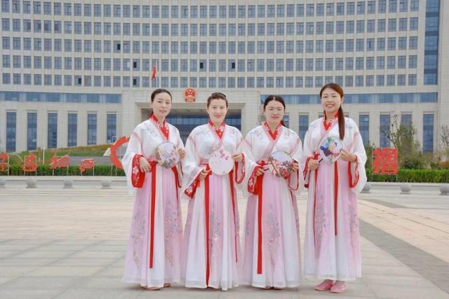 山东曹县人大携手各单位展示汉服古典之美