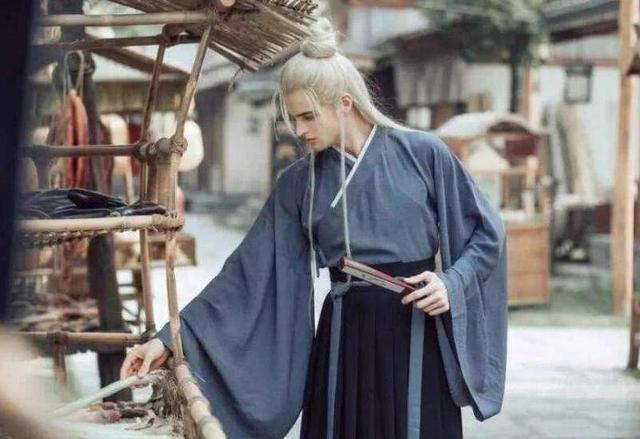 当外国人迷上中国的汉服